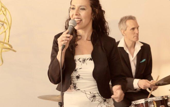 jazzband met zangeres speelt live jazzmuziek